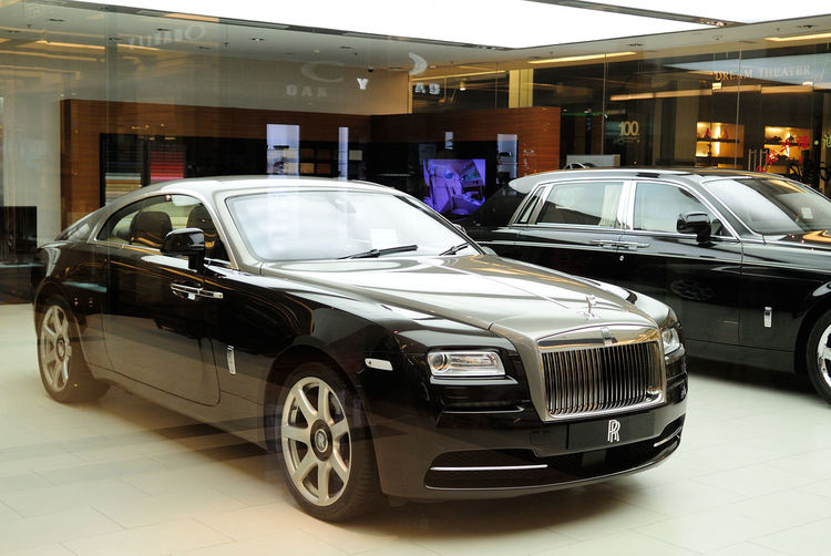 Absence Business Car City Life Close Up Day Land Vehicle Mode Of Transport No People Old-fashioned Parked Parking Part Of Retro Styled Rolls Royce Side View Speed Stationary Street Transportation Urban Wraith