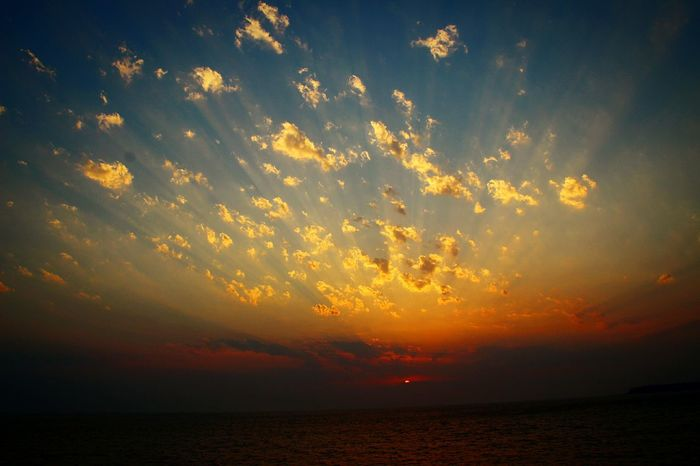 Beautiful Sky And Clouds Beautiful Sunset Beautiful Sky And Sea Colors Of Sky In My City Cloud Formations Sunset And Clouds  Sunshine Makes Everything Better Sunset_captures Evening Sun Evening Glow Relaxing Break The Mold Live For The Story