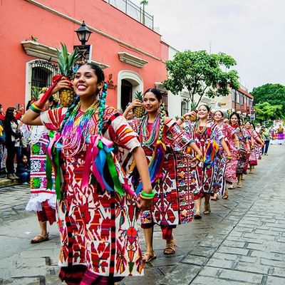 Colores con flor de piña... • OaxacaAPie PhotoWalk_Oaxaca Guelaguetza_2015 Mm_gentemaravillosa MexicoColores
