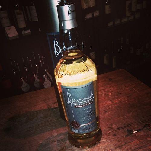 Nr. 9: Benromach Peat Smoke Whisky #whiskyfenster Whiskyfenster Bottle Moehringen Smoke Morayshire Tasting Peat Scotland Peatsmoke Whisky Benromach Forres Scotch Flasche Tuttlingen Schottland Singlemalt Tasteup Speyside