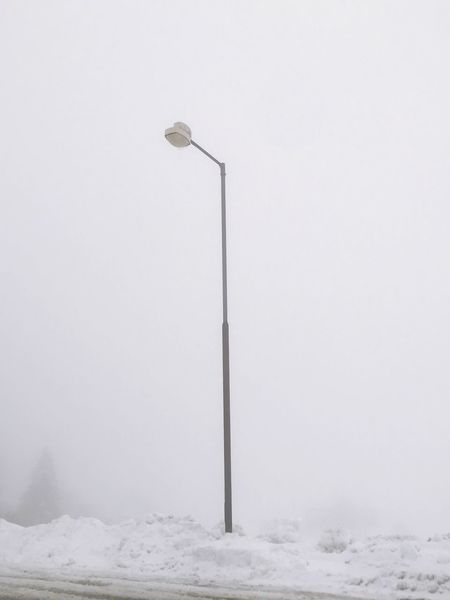 Nebel Winter Snow Cold Temperature Copy Space No People Nature White Color Street Light Beauty In Nature Sky Tranquility Outdoors Fog Environment Extreme Weather Covering Land