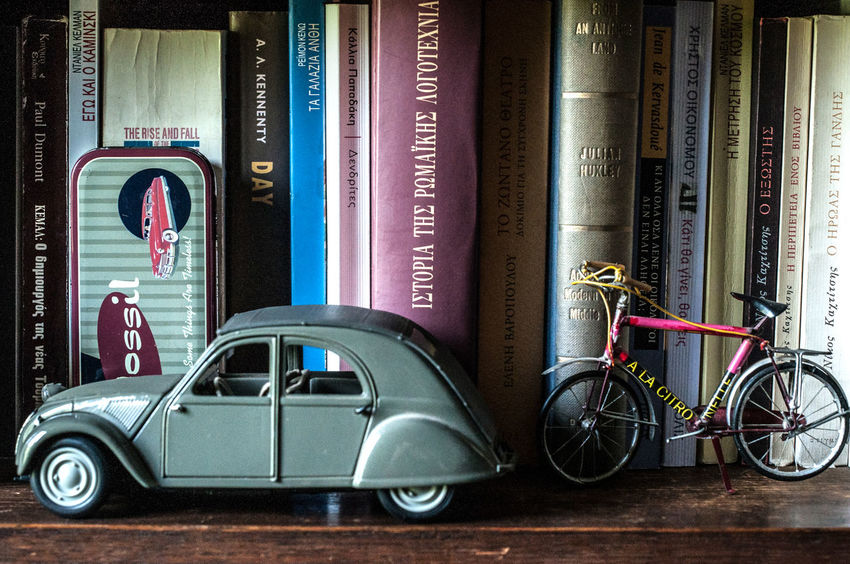 Access to knowledge:fast or slow Books Bookshelf Interior Style Interior Views Library Objects The Week On EyeEm Arrangement Beauty In Ordinary Things Display Miniature