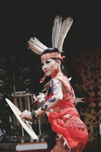 Wanitadayak Dayak Culture Budayaindonesia WanitaIndonesia Indonesiapunya Dayakkalimantan Westborneo Bajuadat INDONESIA Kalimantan Keren Sukudayak Suku Dayak Costume Dayakgirl Dayakpunya
