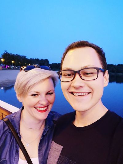 😘💓💞 Love Date Evening Everyday Joy Lake Dąbrowa Górnicza Pogoria Portrait Smiling Togetherness Young Women Happiness Selfie Headshot Friendship Looking At Camera Eyeglasses  Couple Self Portrait Hugging