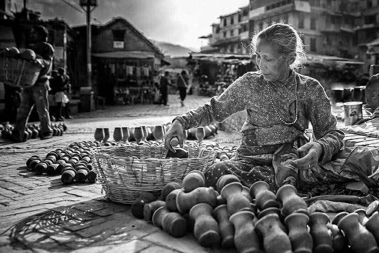 Working hard under the sun... Eyem Best Shots Street Streetphoto_bw Street Life Street Photography Monochrome Nepal Pottery Woman At Work Woman Power Workinghardforthemoney Sonyalpha Katmandu Old But Awesome Finding New Frontiers Black And White EyeEm Best Shots EyeEm Gallery Ig_street Streetphotography