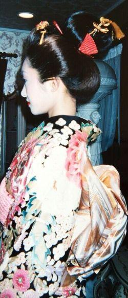 kimono👘 Standing Japanese Style Japanese  振袖 横見向き 着物 Kimono Hairstyle Person Me 😚 At Home Myhome House 日本髪 人間国宝