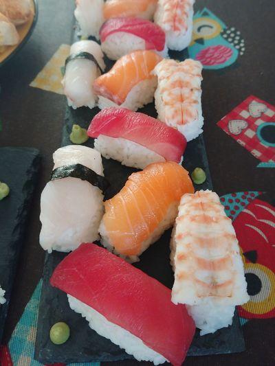 sushi time Sushi Sushi Time Niguiri Niguiris Fet A Casa Popular Tonyna Tuna Salmon Dorada Food Food And Drink Indoors  Japanese Food Sushi No People Ready-to-eat Freshness Day
