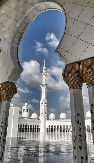 Mosque Mosques Religion Religious Architecture Sky Religious Place White Total White Gold Abudhabi Abu Dhabi Grandmosqueabudhabi Sky And Clouds Sky Clouds EyeEmNewHere