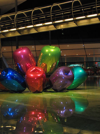 Jeff Koons Street Art Reflections Shiny Multi Colored Plasticity Architecture