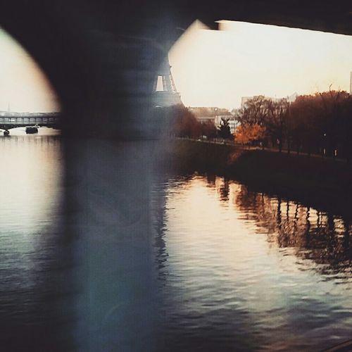 Speed effect // Busy mornings Canyouspot Hide And Seek Eiffeltower Taking Photos Paris EyeEm Best Shots Mobilephotography Always