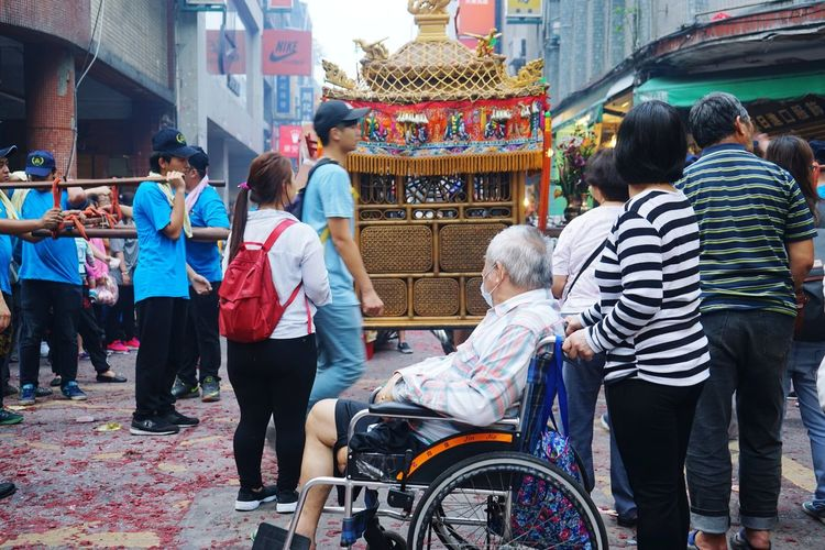 People City Life Religion And Beliefs Taiwanese Temple Cultures Traditional Culture Religion And Tradition 廟會 The Photojournalist - 2017 EyeEm Awards Wheel Chair Place Of Heart This Is Aging This Is Family Adventures In The City Focus On The Story