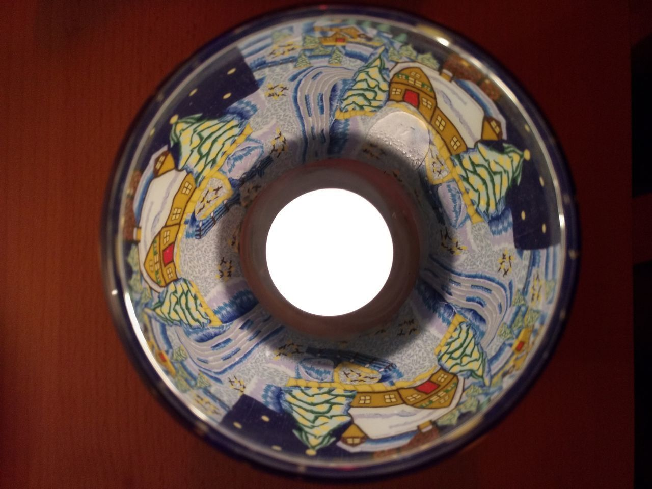 DIRECTLY ABOVE SHOT OF BOWL ON TABLE