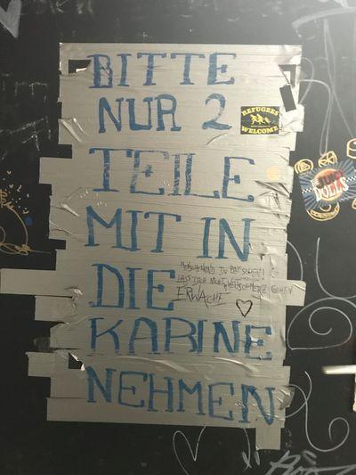 Umkleidekabine Kabine Refugees Welcome Text Communication Message No People Indoors  Close-up Alphabet