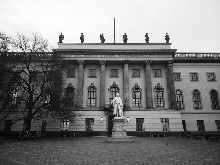 Statue of Hermann Helmholtz in the courtyard of the Humboldt University