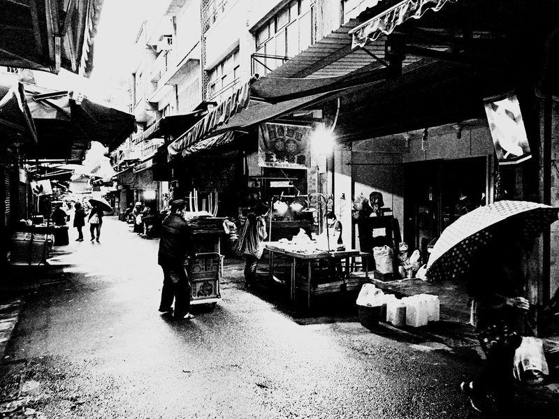 Market street。 EyeEm Gallery EyeEm Best Shots - Black + White Rainy Day The Tourist Street Peddler Market Walking Around The City  People Photography
