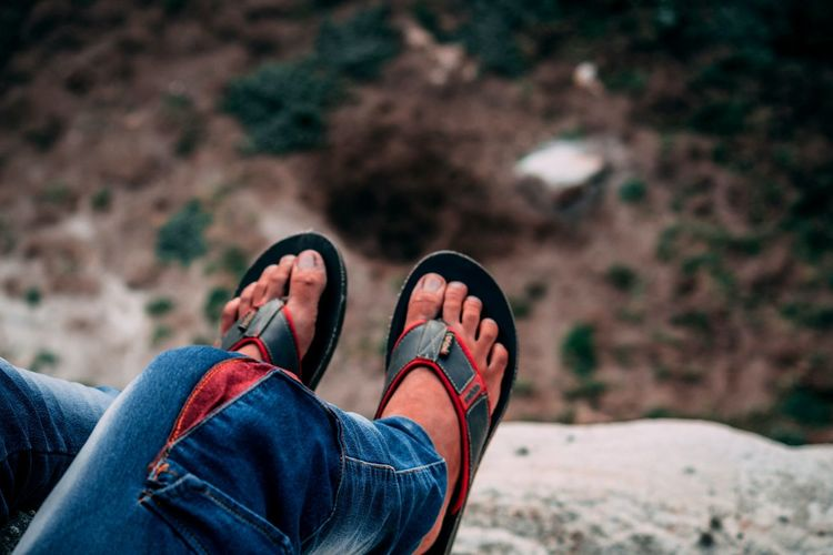sitting on edge Mountains On Top Edge RISK Low Section Human Leg Shoe Jeans Personal Perspective Casual Clothing Canvas Shoe Footwear Foot Things That Go Together Stone Tile The Portraitist - 2018 EyeEm Awards The Great Outdoors - 2018 EyeEm Awards The Traveler - 2018 EyeEm Awards