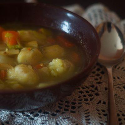 Gemüsesuppe Mit Lauch Möhren Sellerie und Griesklößchen. Soup vegan foodporn