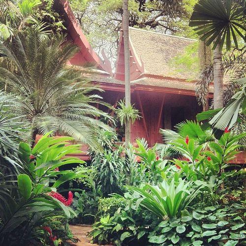 Traditionnal Thai house an garden