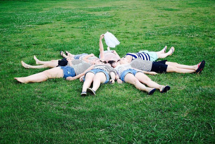 #bride #bridemaides #EVJF #futuremariée #green #mariée #voile #wedding #weddingparty Day Friendship Grass Green Color Lifestyles Women