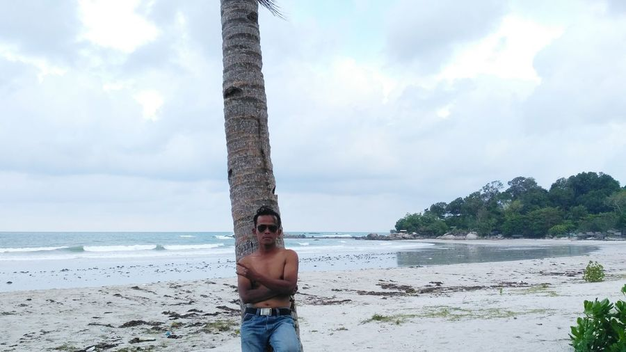 Cloud - Sky Tree Sea Beach Sky Water Nature Outdoors One Person Day Beauty In Nature Adults Only Summer People Adult Vacations Scenics One Man Only Horizon Over Water Young Adult