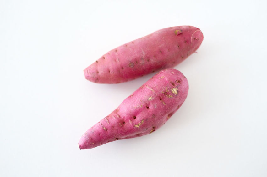 Japanese sweet potato Sweet Japanese Food Copy Space High Angle View Vegetable Pink Color Raw Food Sweet Potato Still Life Indoors  No People Studio Shot Freshness Healthy Eating White Background Root Vegetable Food Hatamoto Shinichi