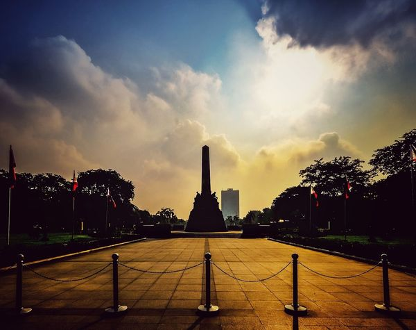 Rizal park RizalPark Jose Rizal Monument Philippines Silhouettes Paint The Town Yellow Lost In The Landscape Adventures In The City