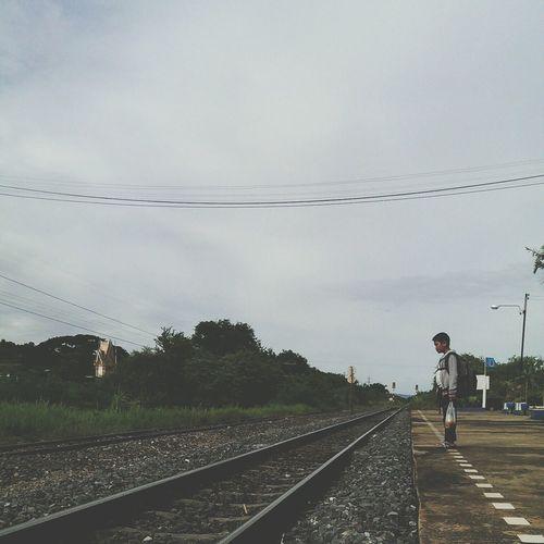 รอรถไฟ