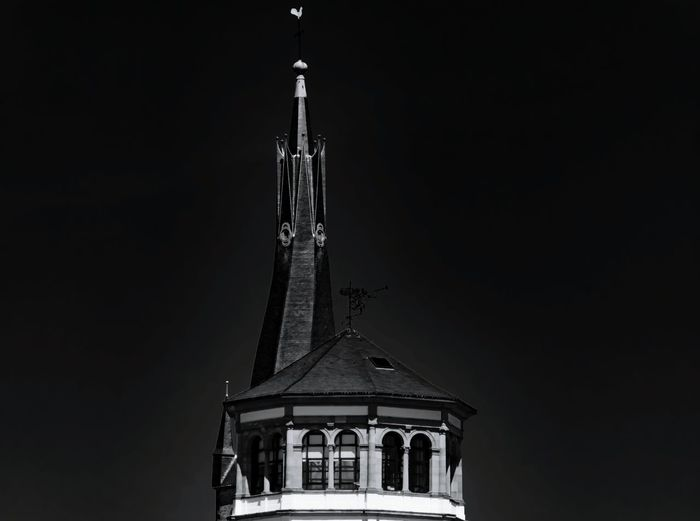 10 - Lambertus Kirchturm = 1 und Schlossturm = 0 Architektur in der Luft Blackandwhite Black And White Blackandwhite Photography Black&white Politics And Government City Place Of Worship Statue Religion History Architecture Building Exterior Built Structure Sky 10