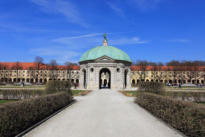 Straight line Architecture Built Structure Travel Destinations Building Exterior Day Nature The Way Forward Arch Outdoors Direction Sky EyeEm Best Shots Bestoftheday Remember Moments Skycraper Germany Garden Photography Canon5Dmk3 Photography München Dome Hedge Building Springtime Good Times Place