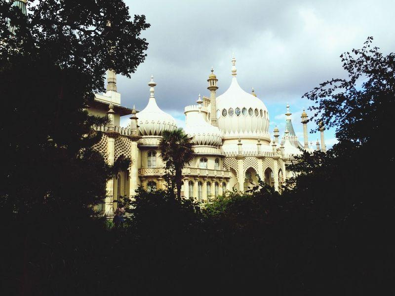 Brighton Royal Pavilion Gardens Through The Trees Discover Your City