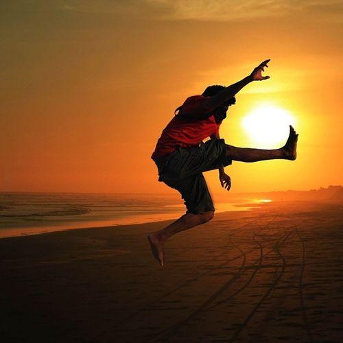 ahahahah I Am Happy To Jump At Sunset Real People
