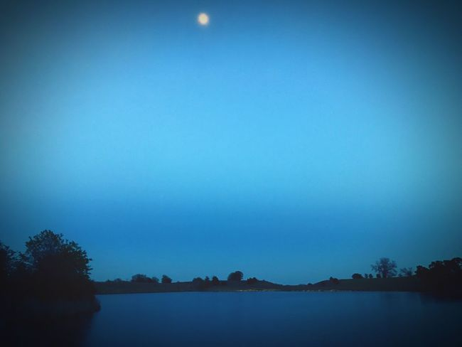 Sun goes down, moon goes up... Moon Pond Bright Night Night Photography Nightphotography Night View Night Nightlife Night Sky Night Life Nightsky
