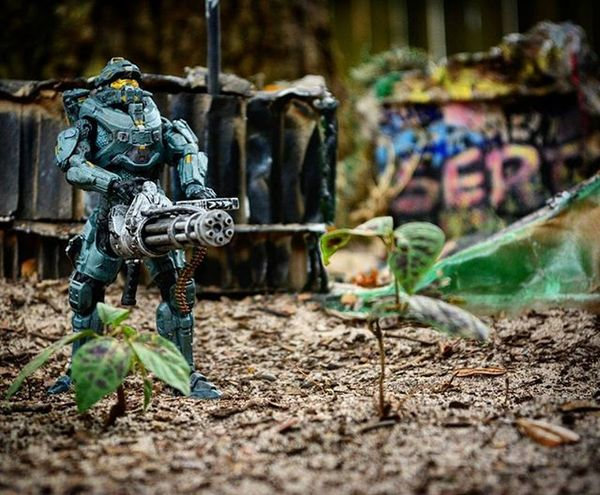 Rise & Shine motherf***ers! 😉 Toyonlocation Toy_nerds ~ w/ my custom built diorama I made. 🔨🔧Halo Halo5 Toyphotography Toyoutsiders Toycrewbuddies _tyton_ Toptoyphotos Graffiti Diorama Toycommunity Toy_quest Toystagram Pensacola_toynerds Toyjuice Mcfarlanetoys Capturedplastic Spawn Toddmcfarlane Toydiscovery Toys
