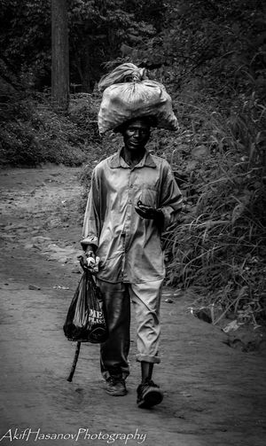 Front View Lifestyles Minelars Seller One Person Outdoors Real People Senior Adult Malawi Zomba minerals Street Photography Stranger The Portraitist - 2017 EyeEm Awards