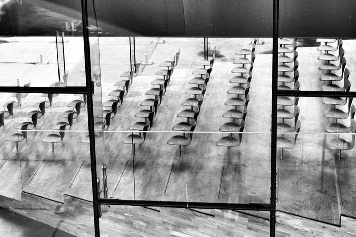 Chairs Lined Up In A Row All In A Row Rows Of Things EyeEm Best Shots Eye4photography  Design Contemporary Building Black And White Photography Black & White Black And White Blackandwhite Denmark Helsingør Contrast Study Hall EyeEm Best Shots - Architecture Architecture_bw Architectural Detail Architecture_collection Architecture Looking In Through The Window The Architect - 2016 EyeEm Awards