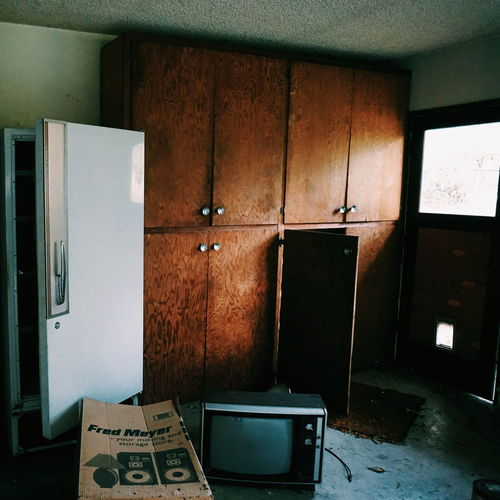 Indoors  No People EyeEm_abandonment Urban Exploration Abandoned Abandoned House Abandoned Places Vintage Tv Vintage Tv Set Vintage Refrigerator