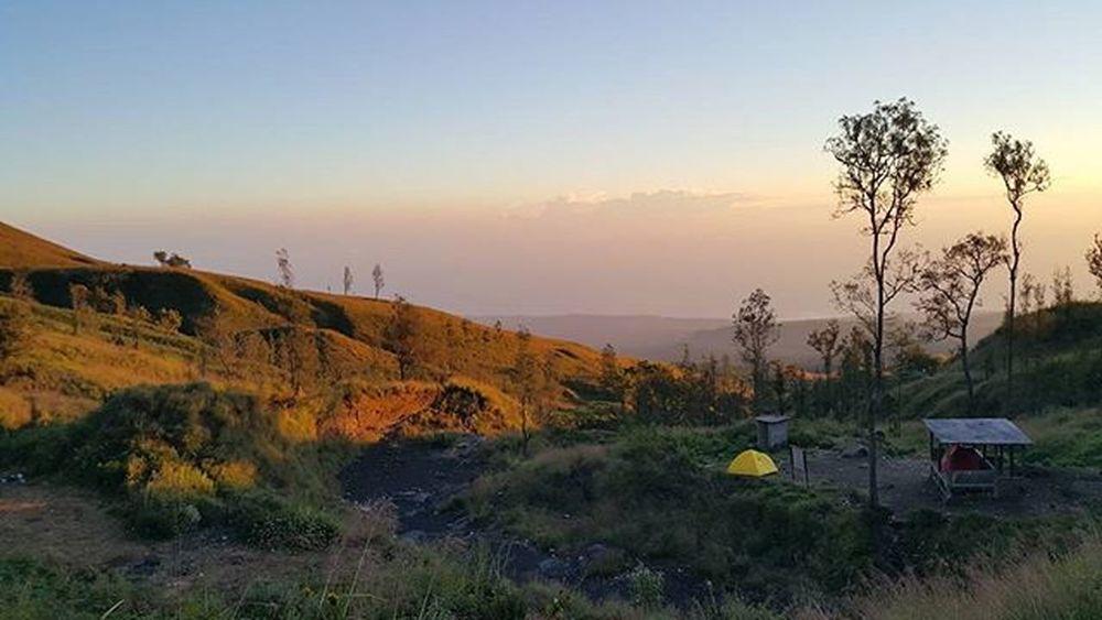 Good morning from pos 3 Rinjani Agushariantophotography Rinjanimountain Lombokisland Lombokhighlight