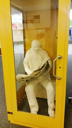 Post Münster Münsterland Schule Kunst Kunstwerk Telefonzelle Leser Zeitungsleser