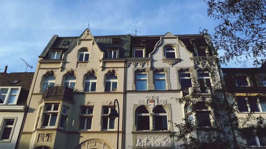 Köln Citylife Summer Sunshine Contrast Cologne House Balcony Cityhouse Urban Architecture Built Structure Building Exterior Building Low Angle View Sky Window No People Day Outdoors City Cloud - Sky Place Of Worship History Sunlight