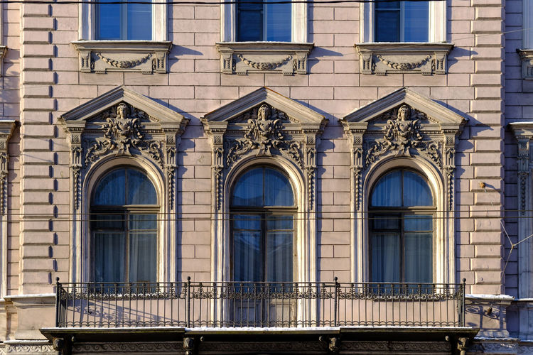 Building Exterior Built Structure Architecture Window Building Day No People City Low Angle View Residential District Outdoors Side By Side Full Frame Railing Glass - Material Balcony Arch Sunlight Backgrounds Nature Ornate