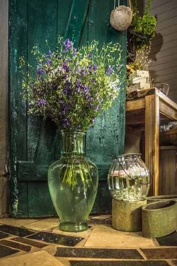 Rittersporn Rittersporn Glasvase Bauernhof Landhaus Vintage Country Life Green Color Entspannung Relaxing Flower Table Close-up Vase Flower Arrangement Decoration Window Sill Flower Shop Wind Chime Peony  Transparent Blooming Growing Fairy Lights Bunch Of Flowers Tulip