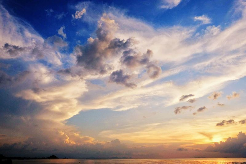 the clouds like an eagle spread her wings Colourful Clouds Water Sea Sunset Beauty Blue Backgrounds Horizon Summer Dramatic Sky