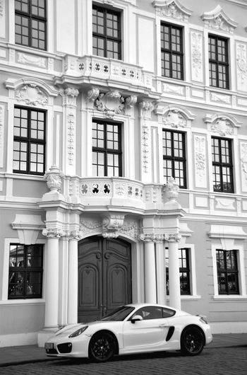 Building Exterior Architecture Built Structure Land Vehicle City Outdoors No People Day Car Black & White Monochrome Photography Black And White Monochrome Streetphotography Street Photography Blackandwhite Architecture Porsche