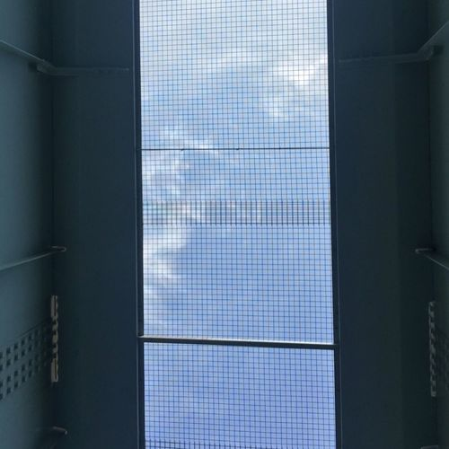 上の青い空 隙間
