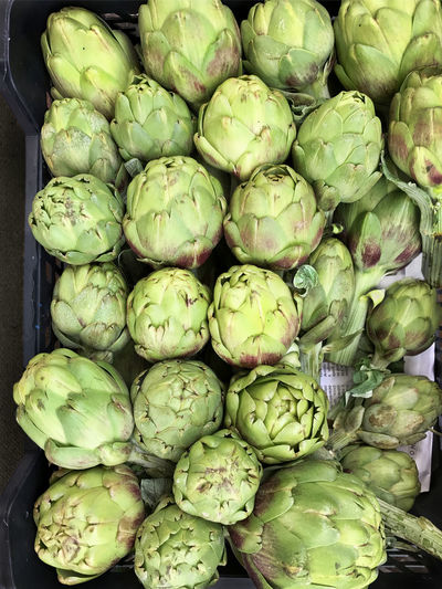 Box of artichokes, alcachofas, at grocery store Abundance Artichoke Backgrounds Close-up Day Directly Above Food Food And Drink For Sale Freshness Full Frame Green Color Healthy Eating High Angle View Large Group Of Objects Market No People Outdoors Raw Food Retail  Vegetable
