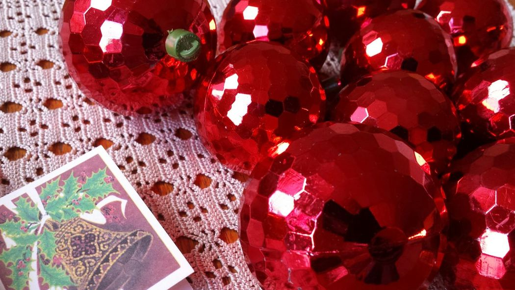 Christmas Decorations Christmas Baubles Christmas Time Eyeem Christmas Table Reflection Shiny Colourful Composition Product Photography Studio Shot Perfect Match Picturing Individuality Learn & Shoot: Simplicity Learn & Shoot: Leading Lines Vintage Christmas Decorations Vintage Christmas Vintage Baubles Vintage Baubles Red Geometric Shapes Hexagon Hexagonal Showcase: November
