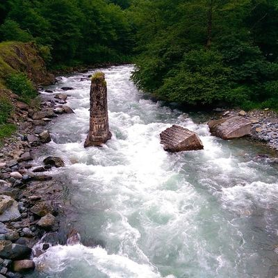 Firtına deresinde yikilan bir tas kopru... Rize Camlihemsin şenyuva dere river karadeniz water manzara nature