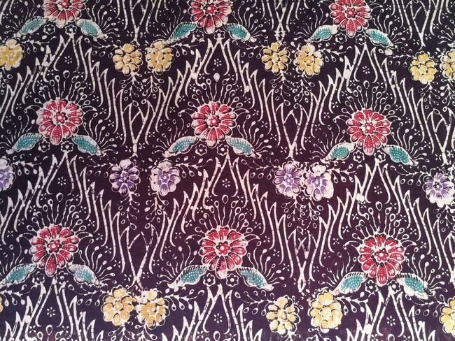 ผ้าปาเต๊ะ ผ้าไทย Thai Fabric Pattern Full Frame Backgrounds Pattern Multi Colored Abstract No People Day Outdoors Close-up Thai Fabric Fabric
