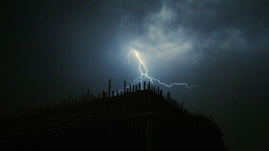 shining Kuwait Storm Lightning Cloud - Sky Night Thunderstorm Power In Nature Sky