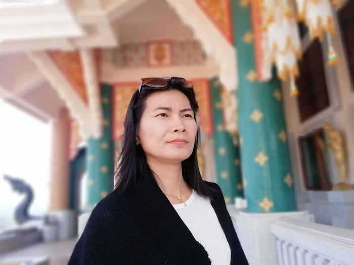 Holiday Trip JiraOn🌏 Thai Temple EyeEm Selects Portrait Politics And Government Beautiful Woman Business Business Finance And Industry Looking At Camera Beauty Confidence  Pride Businesswoman Thoughtful Head And Shoulders Attractive Posing Thinking World At Your Fingertips Pretty Medium-length Hair